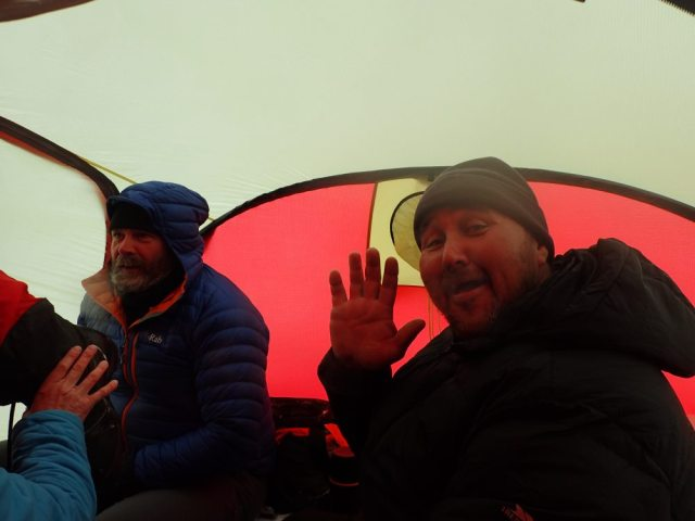 Bengt and Salo (waving) in tent