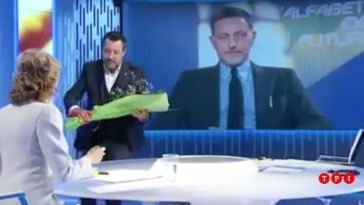 """Salvini porta un mazzo di fiori a Lilli Gruber: """"Ogni promessa è debito""""   VIDEO"""