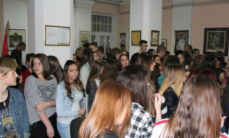 Photo of VELIKO GRADIŠTE: Humanitarna karaoke žurka Đačkog parlamenta SŠVG (FOTO)