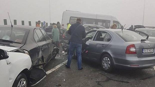 Photo of LANČANI SUDAR 20 VOZILA: Tri osobe poginule, 57 povređeno (FOTO/VIDEO)