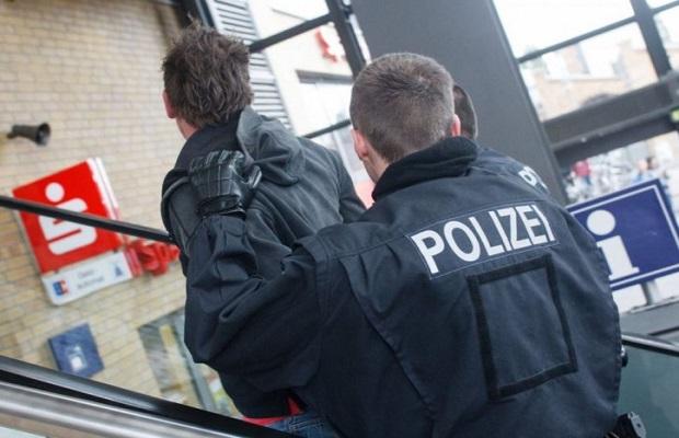 Photo of SRBIN UHAPŠEN U NEMAČKOJ: Pretio Nemcu plastičnim pištoljem zbog flaše piva!