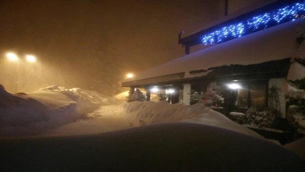 Photo of DRAMA U ITALIJI: Lavina zatrpala hotel, nestalo najmanje 30 ljudi! (VIDEO)