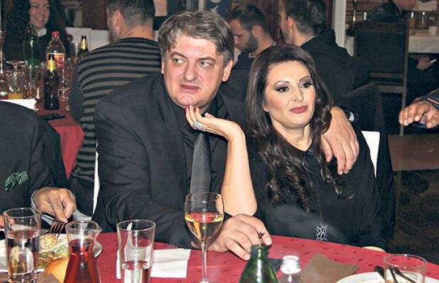 Photo of DRAMA U BEČU: Muž Dragane Mirković završio u bolnici!