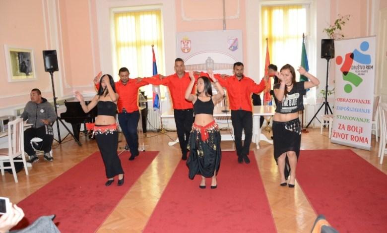 Photo of Okruglim stolom obeležen Svetski dan Roma u opštini Veliko Gradište (VIDEO)