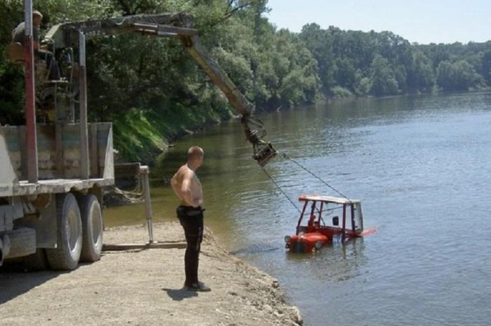 Photo of SAOBRAĆAJCI HEROJI: Spasili čoveka koji je upao traktorom u reku Vitovnicu kod Malog Crnića