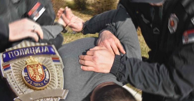 Photo of NAORUŽAN POŽAREVLJANIMA LUPAO NA VRATA: Uhapšen Makedonac, u stanu policija pronašla arsenal oružja
