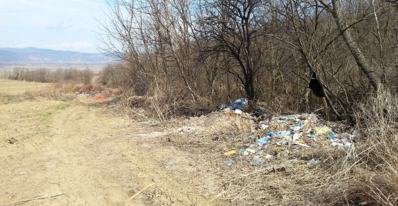 """Photo of KO ČISTI DIVLJU DEPONIJU: JKP """"Dunav"""" nema para da očisti divlju deponiju u Topolovniku (FOTO)"""