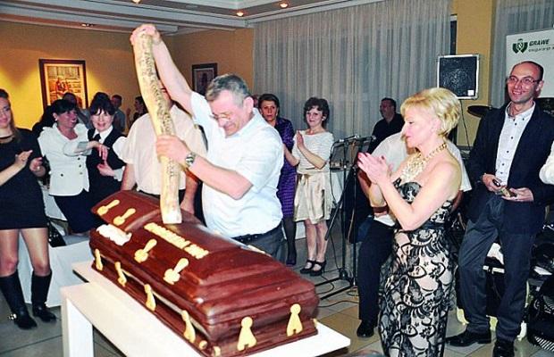 Photo of GROBARIJADA 2. NOVEMBRA U POŽAREVCU: Drnda slavi jubilej i odlazak u penziju