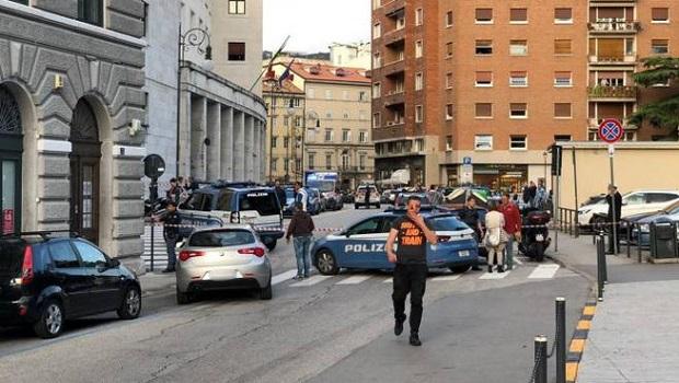 Photo of PUCNJAVA U TRSTU: Dva policajca ubijena jedan ranjen, napadači uhapšeni (VIDEO)