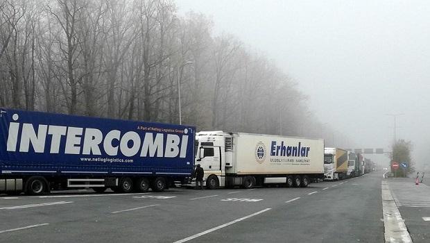 Photo of KOLONE NA BATROVCIMA: Teretna vozila čekaju na prelazu i po šest sati