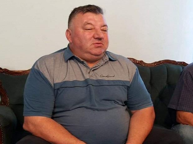 Photo of EKONOMSKI PROCVAT VLAŠKIH KRAJEVA: Dok mu stranka radi u mraku on se naliva vinom, krka i baškari u novom službenom vozilu