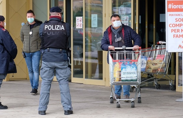 Photo of NA POMOLU REVOLUCIJA U ITALIJI: Utihnule pesme sa balkona, ljudi se plaše gladi (VIDEO)