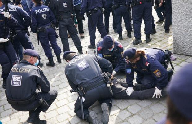 Photo of POLICIJA HAPSILA DEMONSTRANTE U BEČU: Tvrde da korona virus ne postoji (VIDEO)