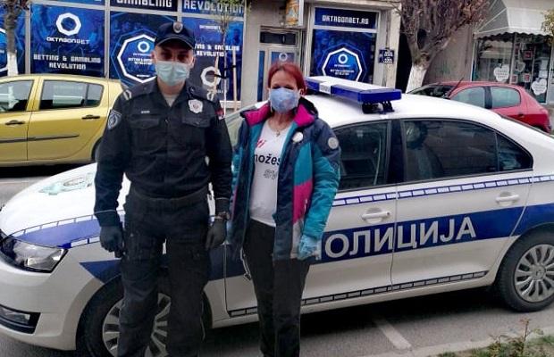 Photo of APLAUZ ZA GRADIŠTANSKU POLICIJU: Miloš (13) je osoba sa invaliditetom, a ovaj gest ga je oduševio! (FOTO)