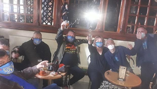 Photo of O, KORONA ĆAO, ĆAO, ĆAO…: Prvi radni dan u požarevačkim kafićima nakon ukidanja zabrane rada