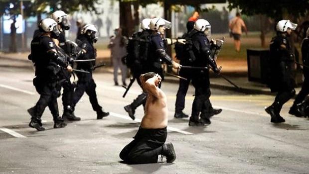 Photo of BILANS SUKOBA U BEOGRADU: U neredima povređeno 19 policajaca i 17 demonstranata
