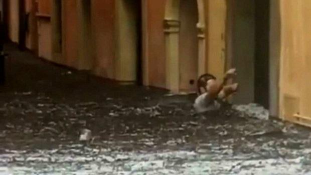 Photo of NOVA KATASTROFA U ITALIJI: Jako nevreme potopilo sever, veliki požari na jugu! (VIDEO)