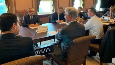 Photo of UZ PRISUSTVO TRAMPA: Vučić i Hoti danas u 17 časova u Ovalnom kabinetu u Beloj kući potpisuju sporazum