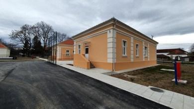 Photo of BEZ USTRUČAVANJA: Država finansirala renoviranje jedne od najstarijih škola u Srbiji