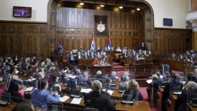 Photo of KO PISNE IDE U ZATVOR…: Skupština Srbije usvojila Vučićev zakon o diskriminaciji!