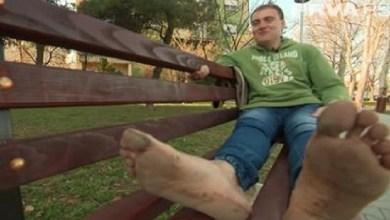 Photo of SVUDA IDE BOS: Aleksandar iz Požarevca se izuo pre 10 godina i od tada više nije obuo cipele