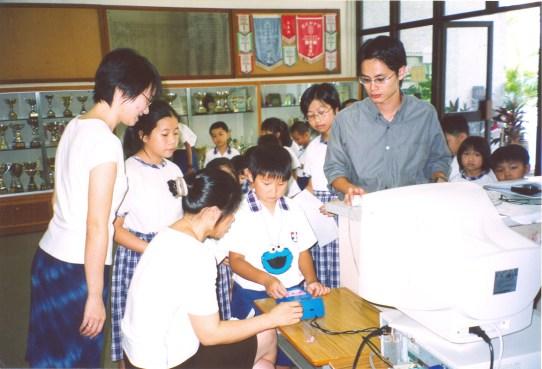 本年度採用「校園通」作為學生出席記錄及收費。(2003/2004學年)