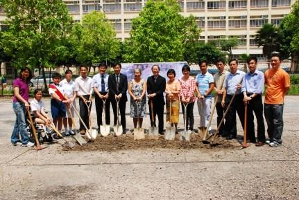 獲地政署撥地5000平方米,並向環境保育基金成功申請190萬興建有機種植園。(2010/2011學年)