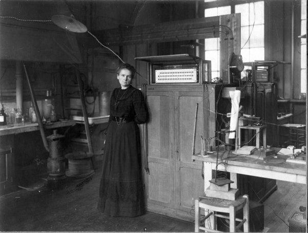 Marie Curie jedna je od rijetkih žena koja je dobila Nobelovu nagradu, i to dva puta, za fiziku i kemiju