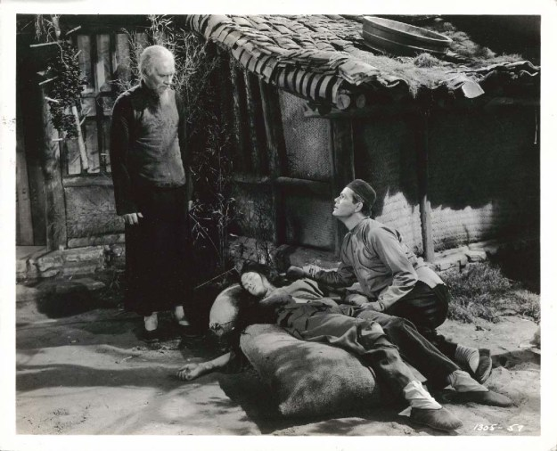 Walter Huston, Frances Rafferty, Robert Bice:  Huston said, 'I'm paid to make to make the bad lines sound good.'  Not this time . . .