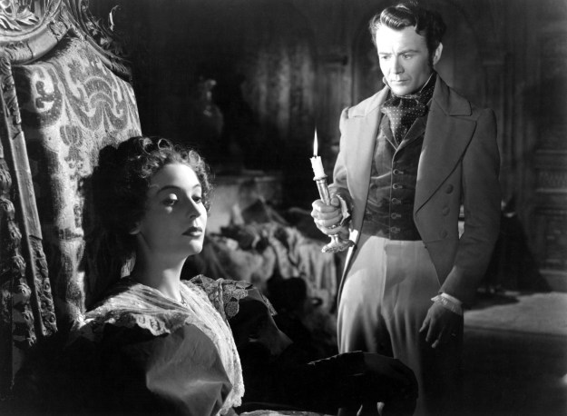 Valerie Hobson and John Mills as Estella and Pip.