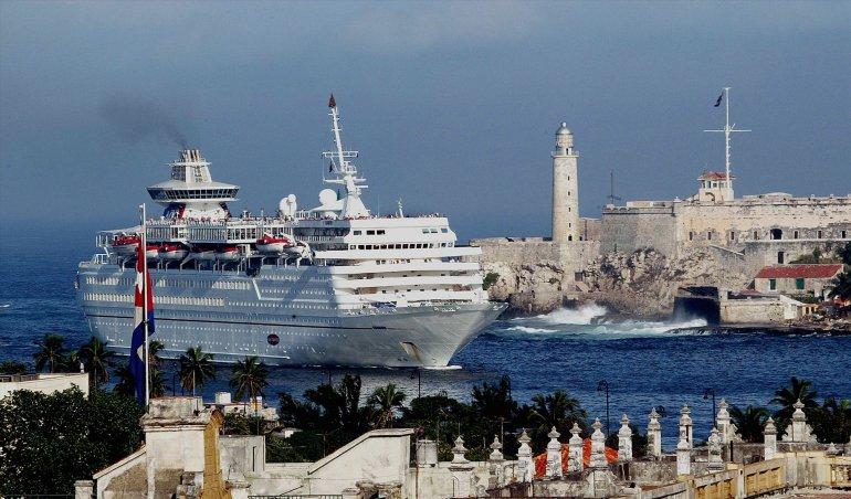 Crucero Carnival haciendo su entrada a La Habana. Foto: Tomada de Google