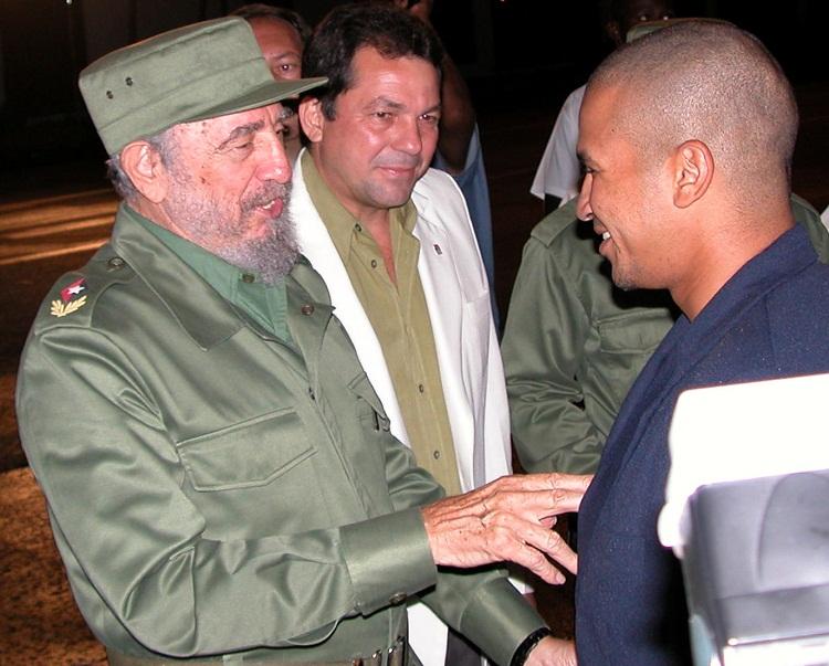 Un diálogo inolvidable para Cepeda con el líder de Revolución cubana tras ganar el oro olímpico de Atenas 2004.   foto: Archivo Inder
