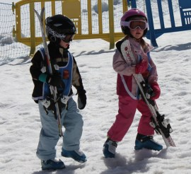 5 year olds carrying their own skis