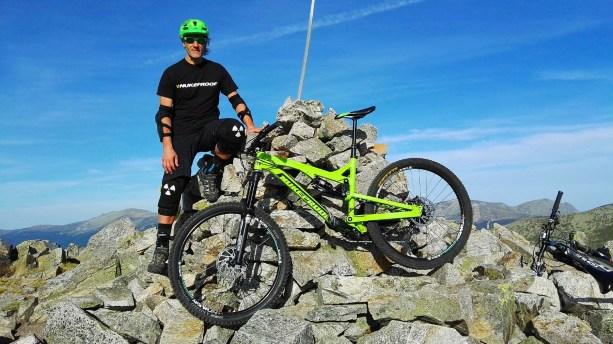 """La Pinareja 2.197m y 1 hora de """"hike a bike""""En el número 26 de Bikes World publicamos un artículo que escribí este verano sobre las rutas cicloalpinas, muchas de ellas las hicimos este verano con la Mega."""