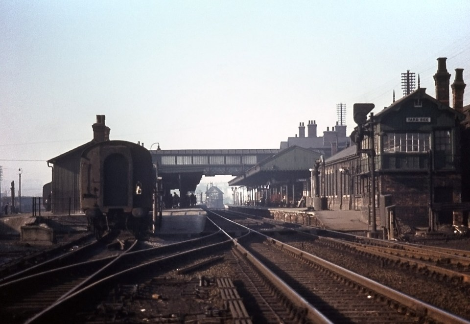 This view looking north through the Main Line platforms shows the Yard Box on the right and Grantham North in the distance. It also demonstrates the effect of the abrupt curvature of the line as it passes to the right of Grantham North box; a straight alignment would take the Down Main behind the box. Photograph taken by Noel Ingram on 1st March 1963, used with permission from Steam World.