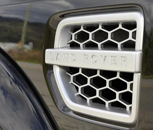 2011 Land Rover LR4 Review intake
