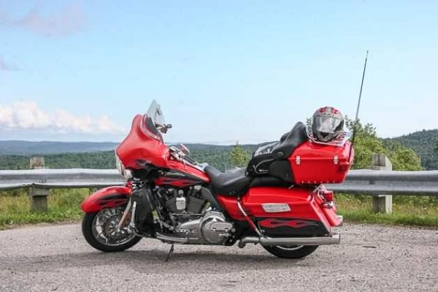 Harley-Davidson Electra Glide sideview 2
