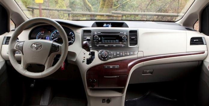 2014 Toyota Sienna Review dash