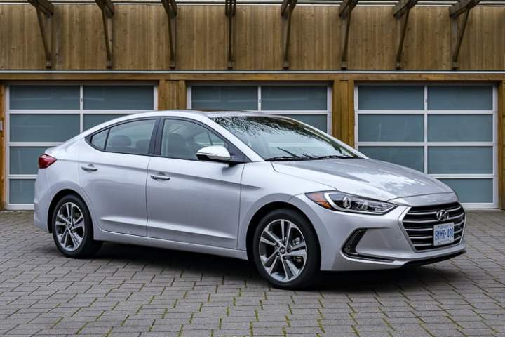 2017 hyundai elantra review