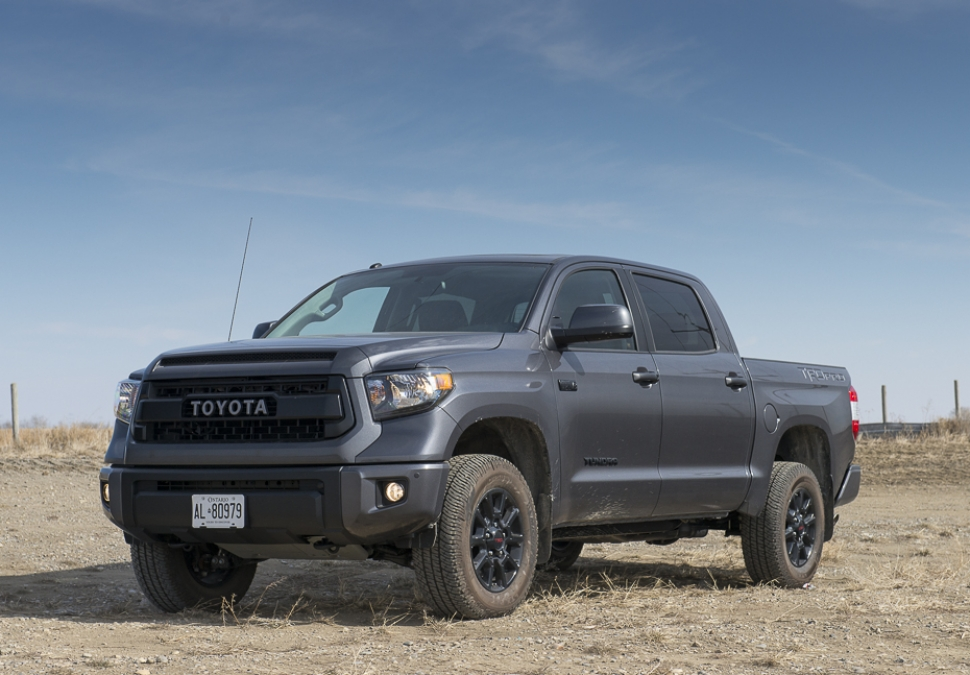 in pictures all blacked out 2016 toyota tundra trd pro crewmax. Black Bedroom Furniture Sets. Home Design Ideas
