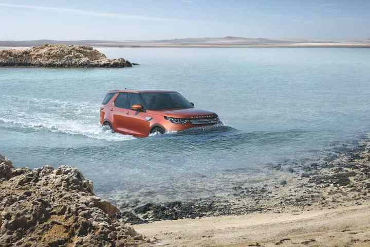 2017 land rover discovery debut