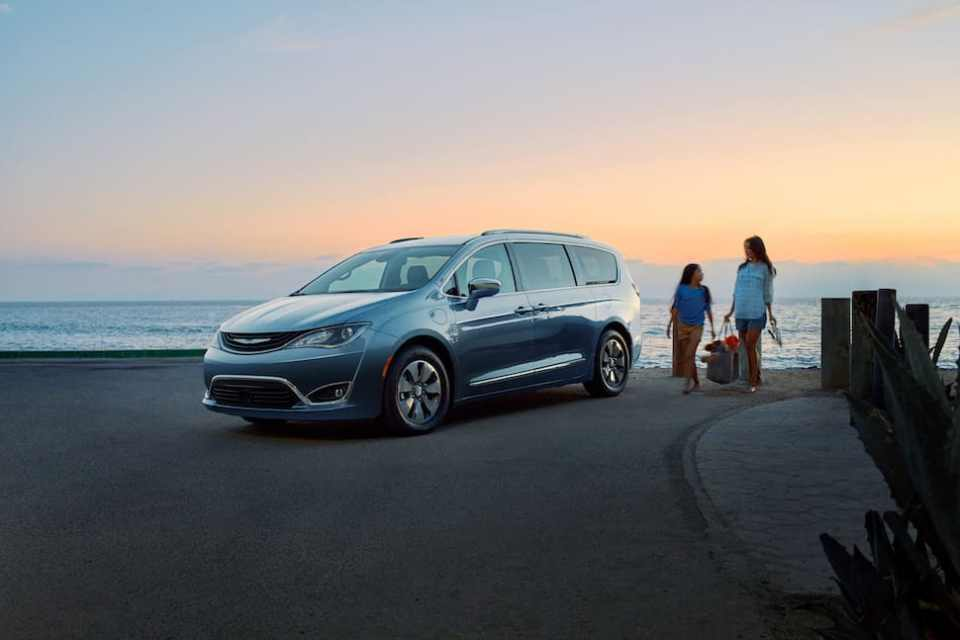 2017 Chrysler Pacifica Hybrid Review: Part 1