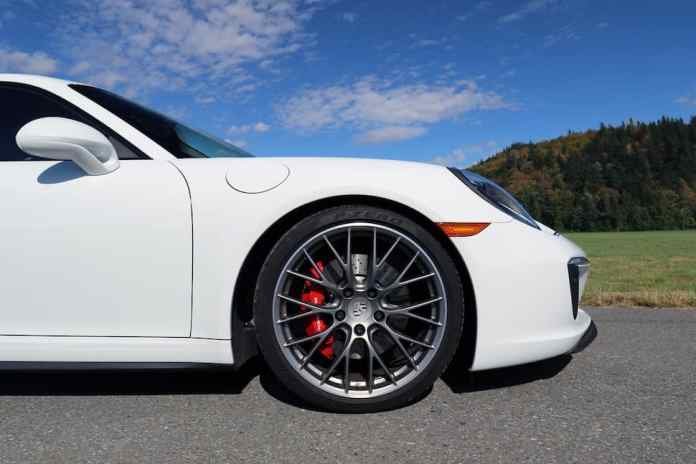 2017 Porsche 911 Carrera 4S Review wheel
