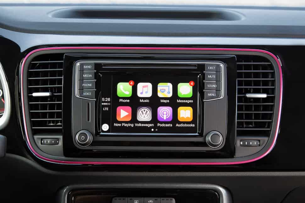 2017 VW Beetle Pink Edition Review screen