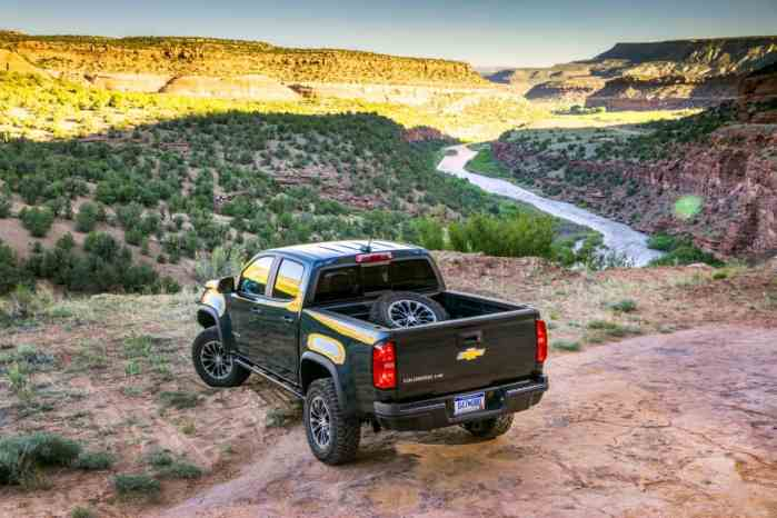 2017 chevrolet colorado zr2 rear profile