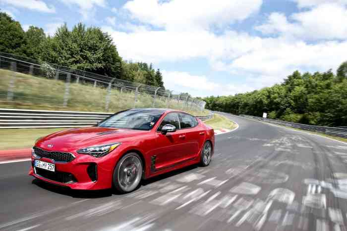 2018 kia stinger gt front rolling