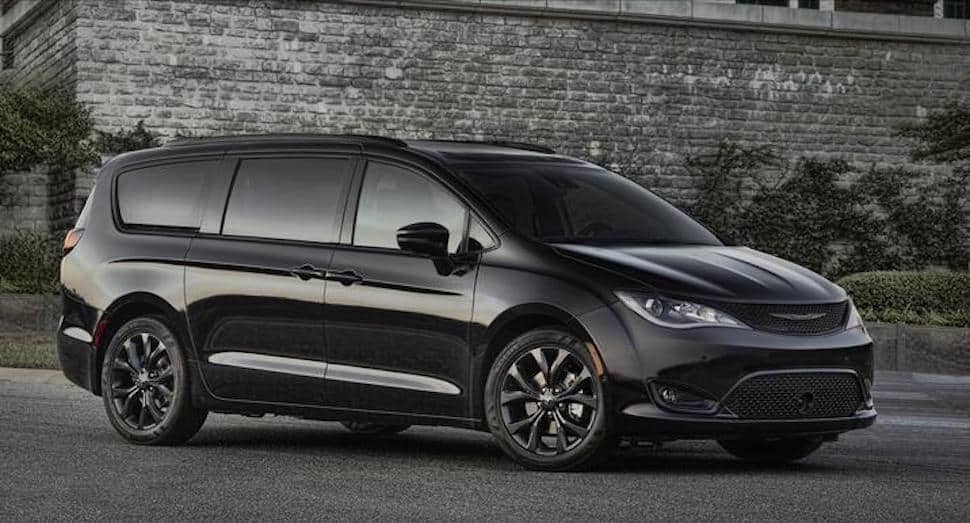 2018 Chrysler Pacifica with S Appearance Package profile