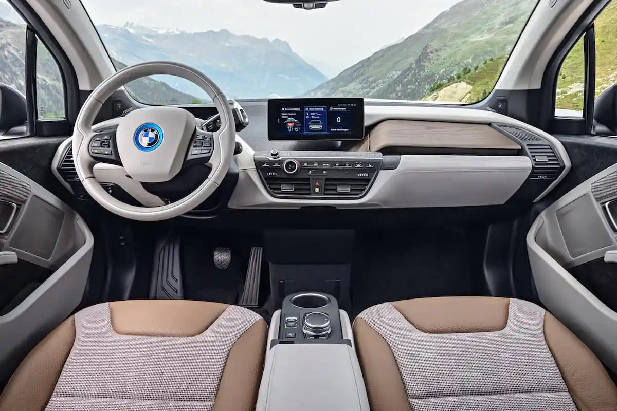 2017 BMW i3 Review interior front