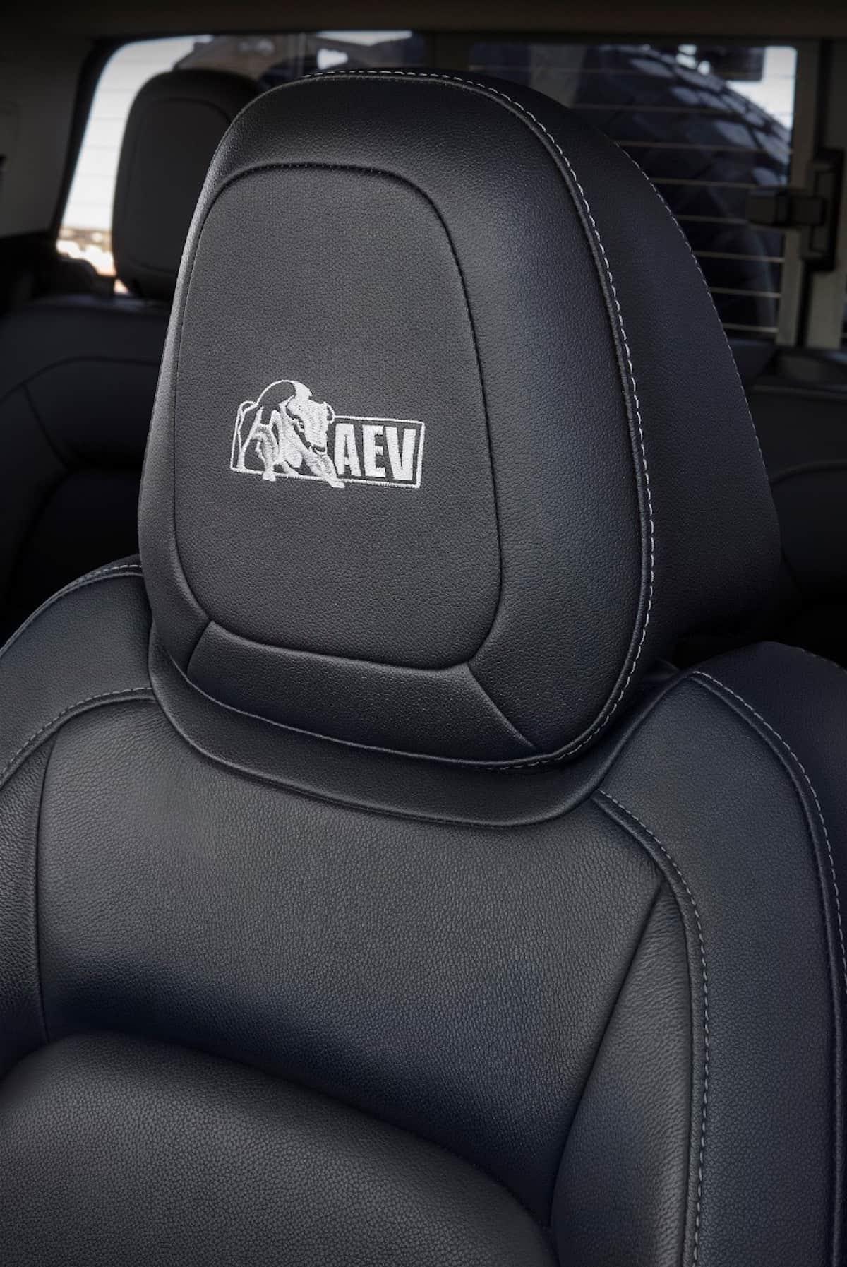 Colorado ZR2 AEV Concept sema 2017 seats