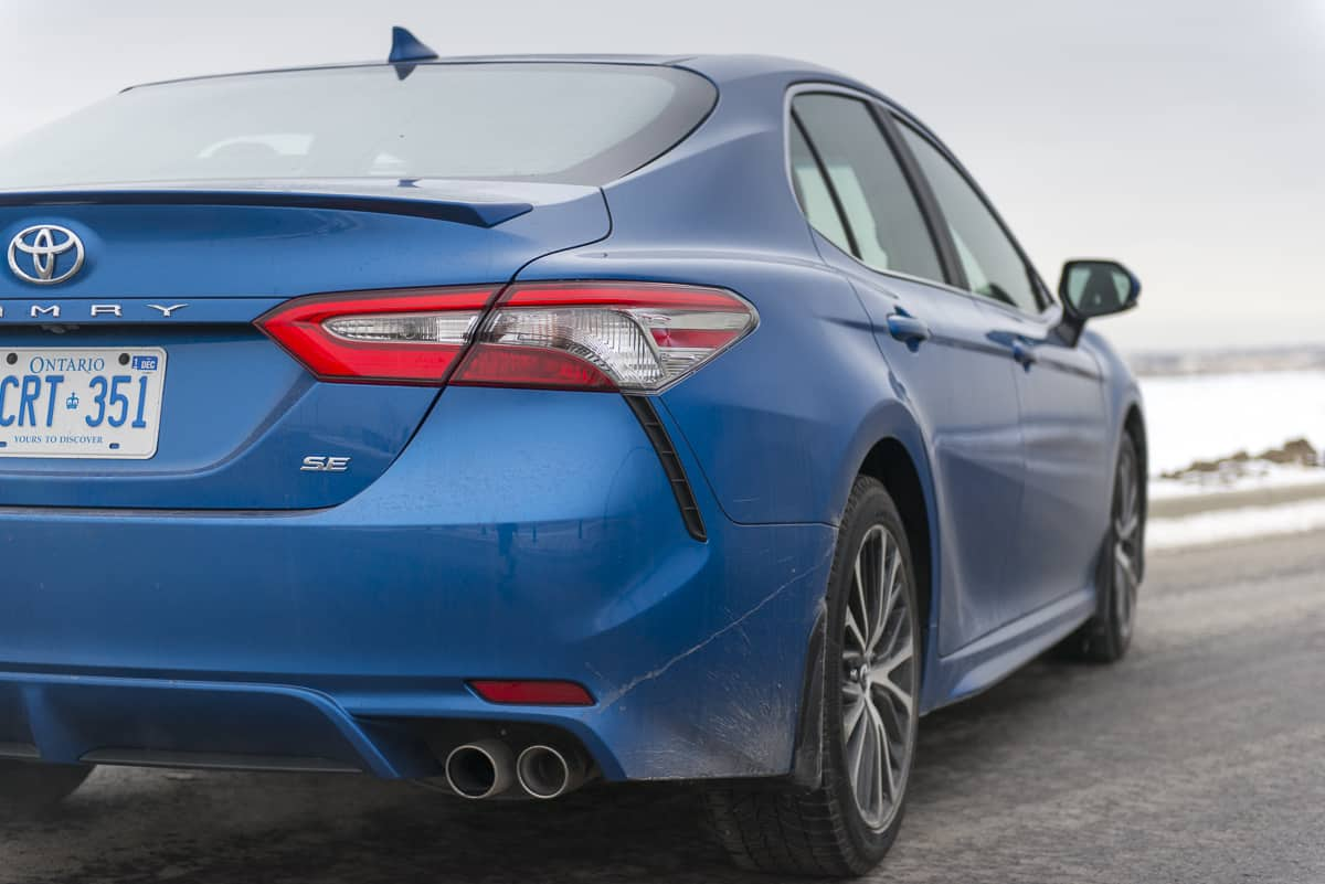 2018 toyota camry se review blue taillight